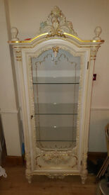 Italian Silik Vetrinetta 1 door glass cabinet with engraved crystals