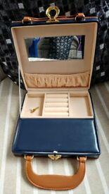 Small jewellery box with key.