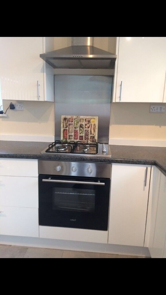 White High Gloss Kitchen Units Oven Sink Work Surface To
