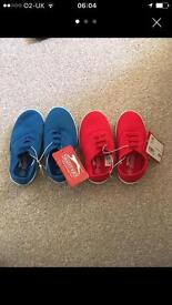 2 pairs of size 8 Slazenger pumps.