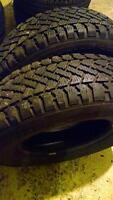 2 winter tires arctic claw 185/75 14 like new