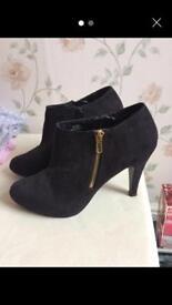 Black shoe boots size 6
