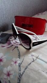 Gorgeous women's authentic moshino sun glasses