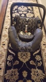 Baby car seat (0-6 months) good condition