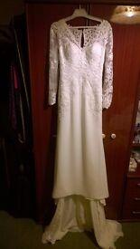 Wedding Dress classic full sleeve lace pattern size 6/8