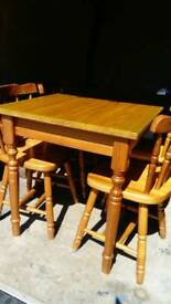 Table and 4 chairds