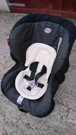 Britax First Class Si car seat with newborn cushion insert