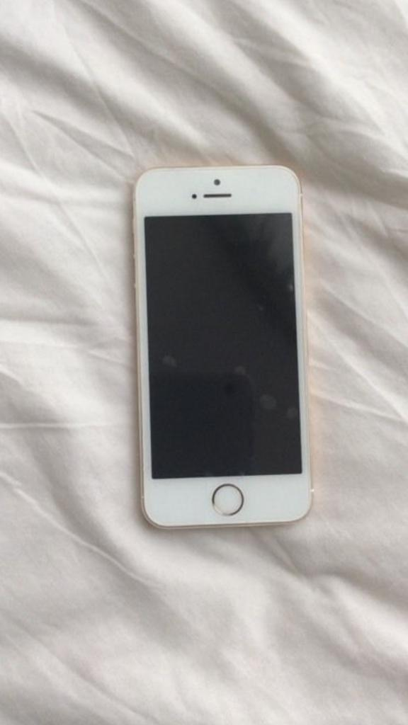 Looks like new iPhone 5s 32gb unlocked to all networks. No scratches or dents
