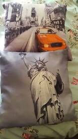 x2no. new York cushions