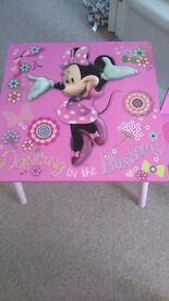 Table and 2 chaire Minnie Mouse