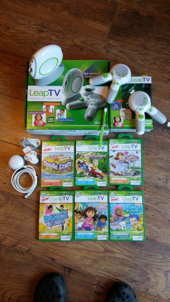 LEAP TV CONSOLE + 2 CONTROLLERS + 2