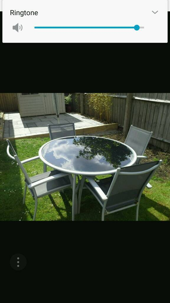 Garden table/chairs/parasol and base