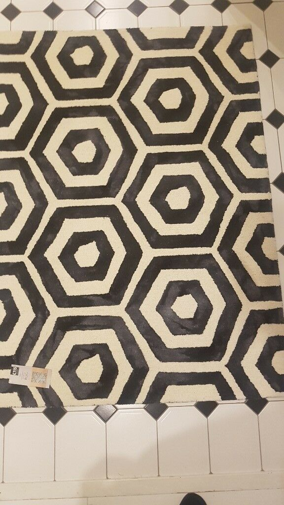 Brand New Unused Next Catalogue Rug 100 Wool Cream And Black Label Is Still On