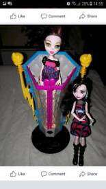 Monstor high ligthing chamber and dolls Barbie