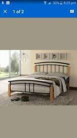 Tetras wood post bed
