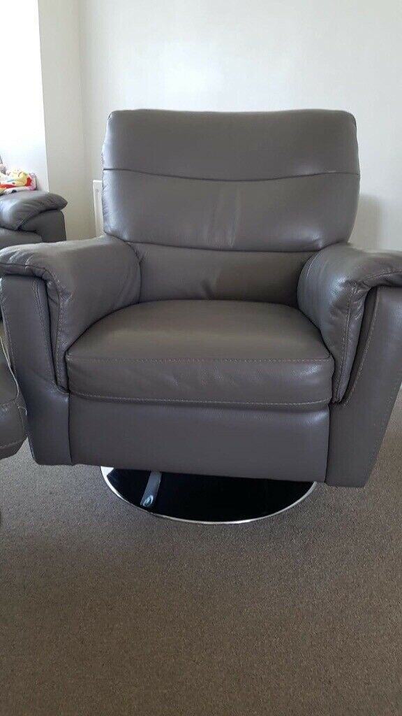 Awe Inspiring Avi Swivel Relaxer Chair And Footstool From Harveys In Burnopfield Tyne And Wear Gumtree Gmtry Best Dining Table And Chair Ideas Images Gmtryco
