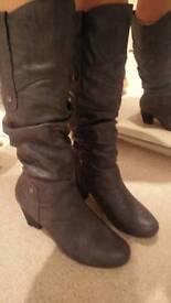 Grey boots size 8/41