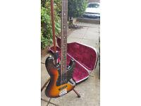 Fretless Bass Guitar & Black Hard Case