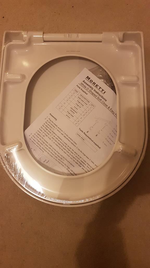Soft close D shape easy fix toilet seat