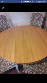 Solid Oak extentable Dining Table