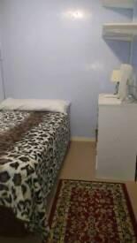 Quiet, tidy rooms to rent