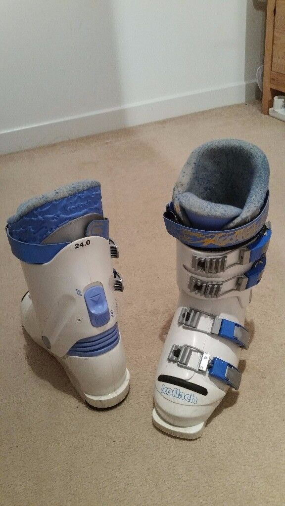 Skiing boots vintage