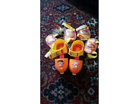 Dora rollerskates with kneepads and elbow pads
