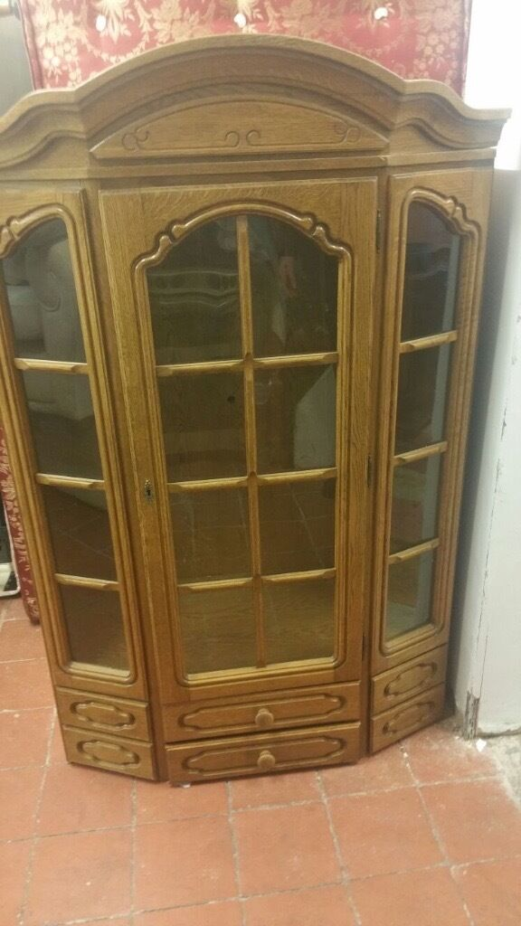 REAL SOLID OAK WOODEN DISPLAY CABINET VERY NICE
