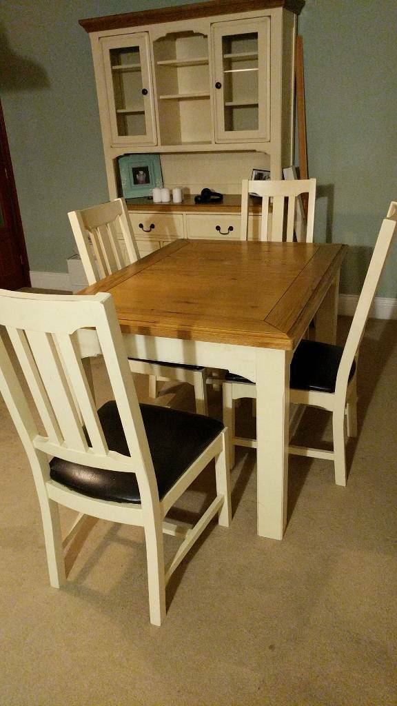 Extendable Dining Table Seats 4 6 With Matching Chairs And Dresser