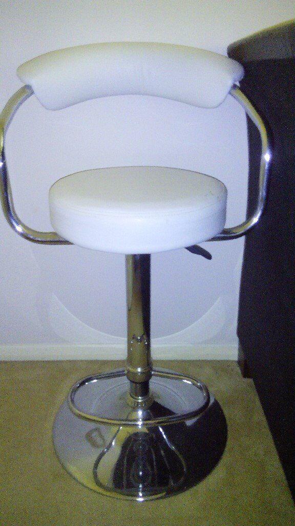 bar/saloon stool