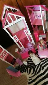 Barbie house and 2 barbies