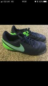 Junior Size 5 Football Boots - Nike Tiempo