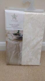 cream coloured table cloth