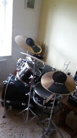 c b drum kit, 5 piece kit with 3 symbols, throne and music stand