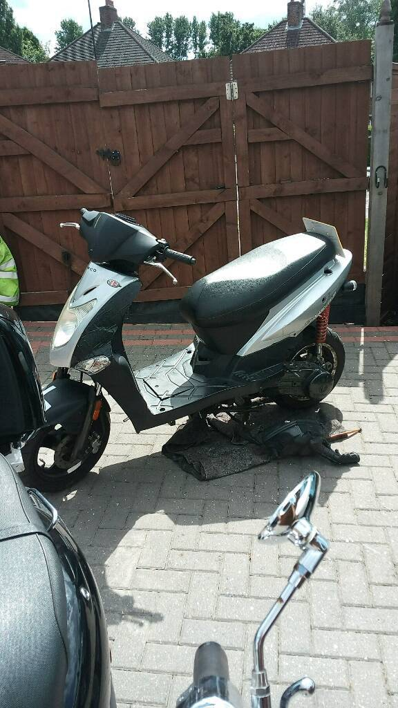 kymco agility 125 2012 spares or repairs.   in bromley, london