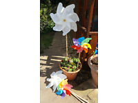 2 x large white windmills, 2 x medium multicoloured windmills. Used once for my wedding.