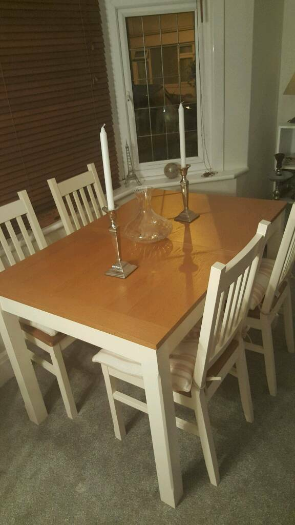 Gorgeous Extending Dining Table 4 Chairs