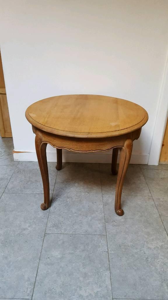 Oak French queen Ann side table