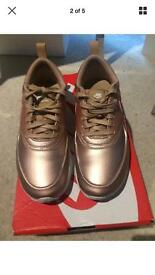 Rose gold/ bronze Nike Thea size 4