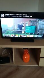 Toshiba 32 inch tv. Model number 32W1333DB. Great condition, no remote. Pick up only