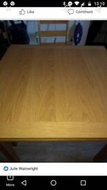 soild extendable dining table with 4 brand new chairs