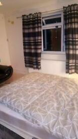 NICE DOUBLE ROOM IN FELTHAM