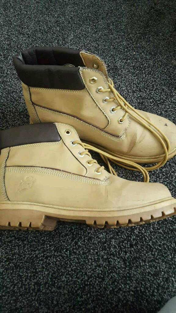 Boots Size 6in Cleckheaton, West YorkshireGumtree - Mark on front but ok condition Collection only cleckheaton