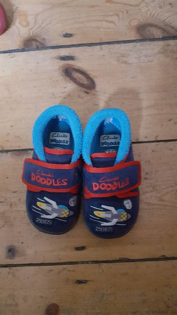 clarks doodle slippers size 5g