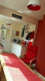 ROOMS TO RENT: 1)£350 2)£300
