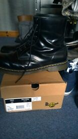 MENS NEW DOC MARTIN BOOTS, SIZE 15, BLACK 8 HOLES HIGH COST £120 SELL £30 OR SWAP