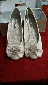 Ladies ivory sateen flat wedding shoes size 7 new