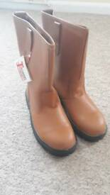 Steel toe cap rigger boots. Size 9. Toesavers style 9001. New