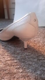 New white shoes size5