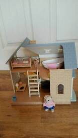 Sylvanian families house with figures